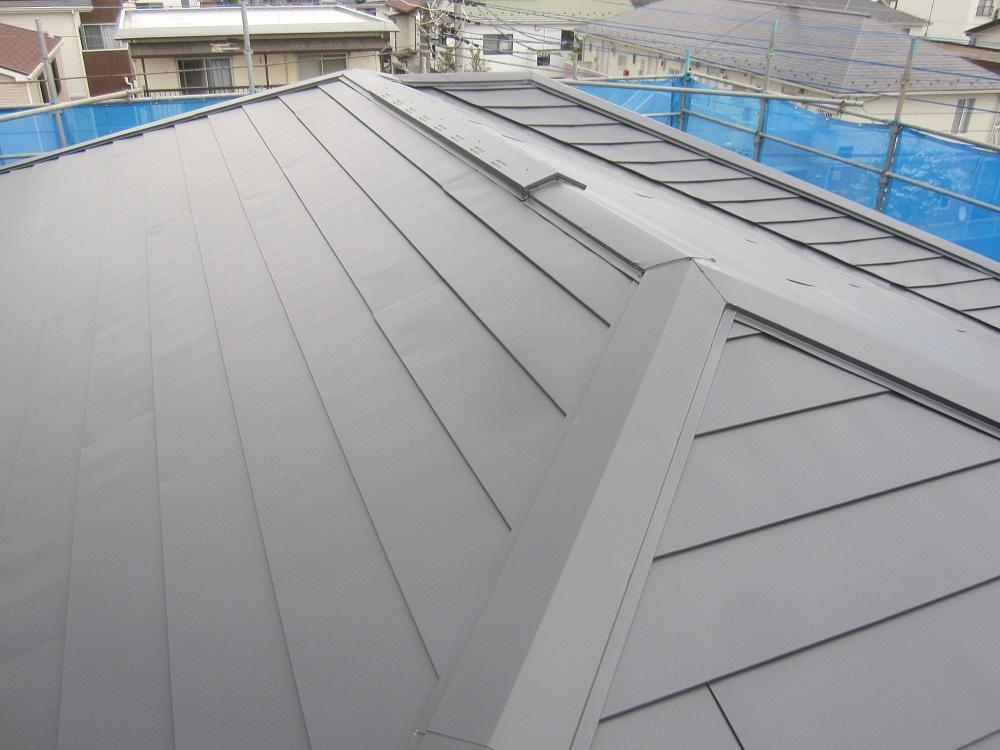 ガルバニュウム屋根カバー工法
