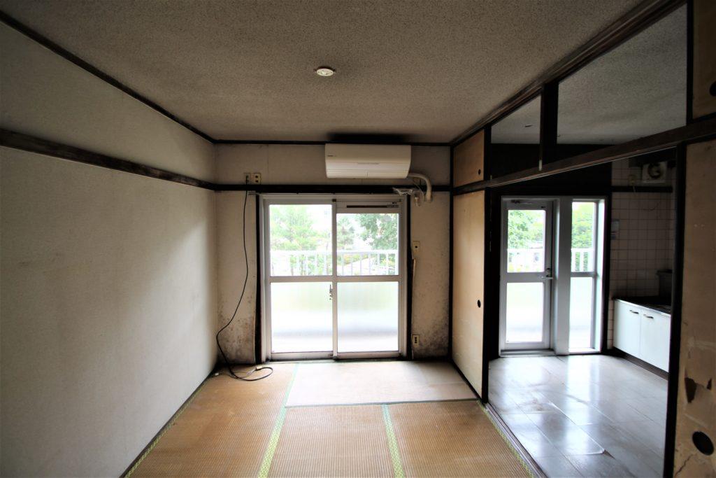 村上団地キッチン前の和室